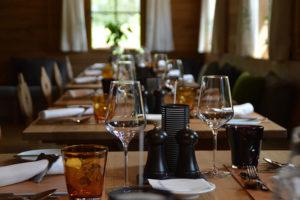 Dukat bord med glas