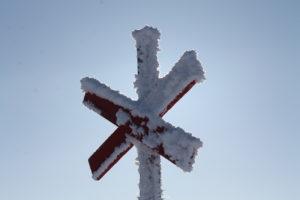 ledkryss-i-motljus-frost-vinter